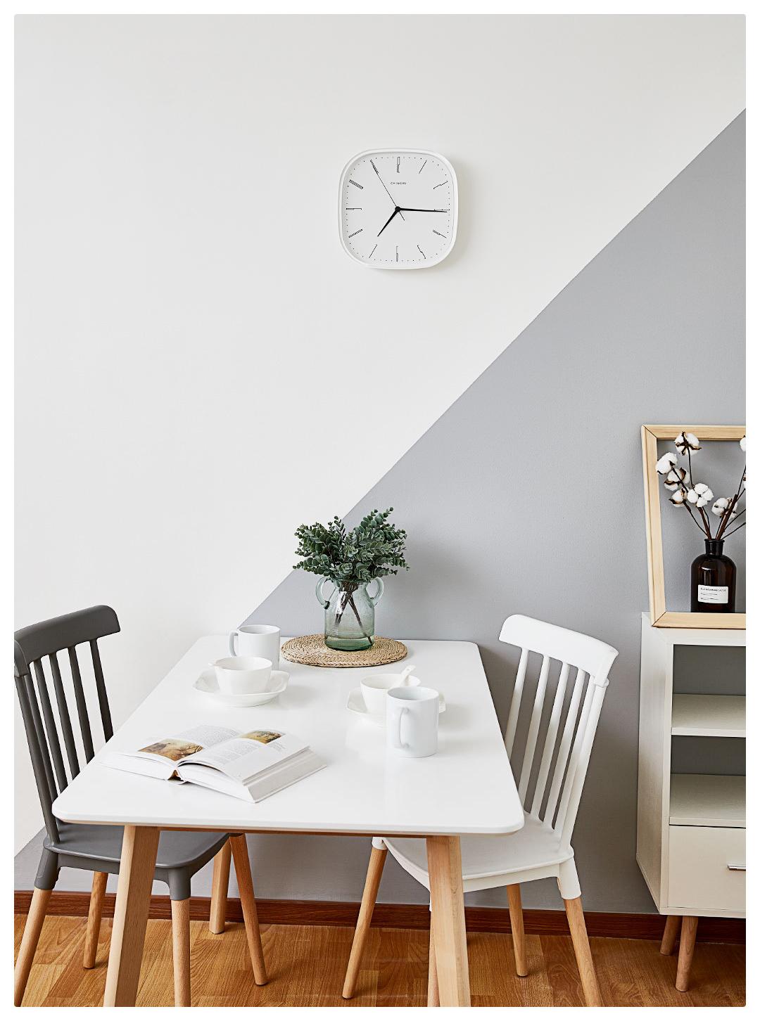 Ceas de perete simplu